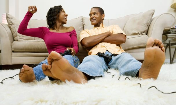 black-couple-playing-video-game